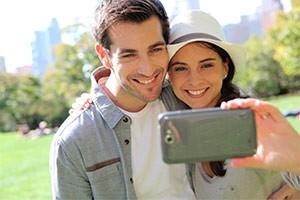 Paar mit Smartphone